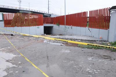 La acumulación de basura provocó inundación en el desnivel.