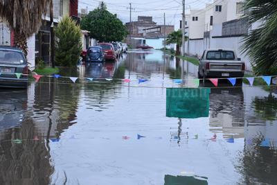 Diversas colonias de Torreón volvieron a padecer por las lluvias.