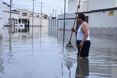 Vecinos del citado sector señalaron que el agua de las lluvias de anoche ingresó a sus viviendas, tal como ocurrió el pasado viernes con las lluvias.