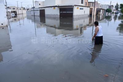 En el Fraccionamiento Roma de Torreón, a meses de la obra de drenaje pluvial, habitantes sufrieron severas inundaciones.