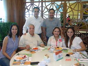 13082016 CONVIVEN.  Beto, Rogelio, Maite, Rogelio, Tere y Natalia.