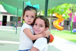 15082016 MUY LINDAS.  Renata y Ángela.