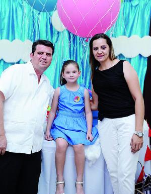 11082016 EN FAMILIA.  Humberto, Ana Cristina y Cynthia.