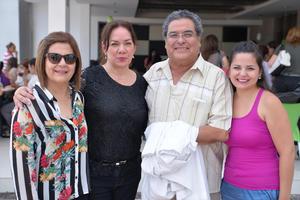 14082016 Gabriela, Paty, Padre Gerardo Zatarain y Mariana.