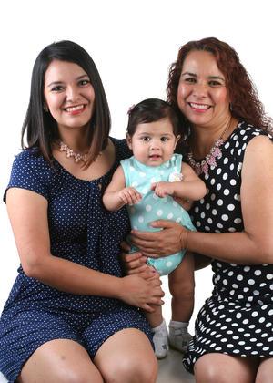 14082016 TRES GENERACIONES.  Karen Cecilia, Annia Cecilia e Hilda Cecilia.