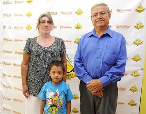 11082016 Yolanda, Juan José y Leonel.