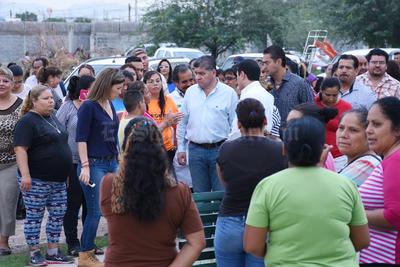 El alcalde dialogó con los afectados.