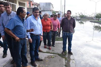 Riquelme estuvo acompañado por el director de Obras Públicas, Gerardo Berlanga Gotés, durante el recorrido.