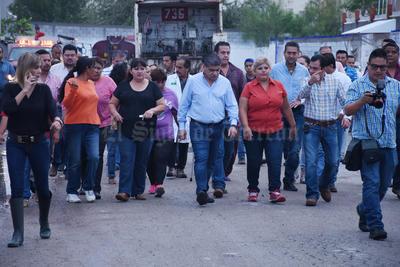 Riquelme se reunió en la semana con grupos de vecinos de colonias afectadas para realizar un recorrido.