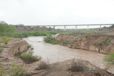 Agua de la presa Francisco Zarco llega a canales de riego