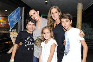 Nicolás, Gaby, María, Irene y Fernando