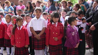 Regresan a clases miles de niños laguneros