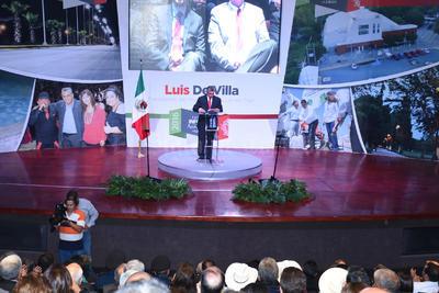 El alcalde de Lerdo, Luis de Villa Barrera presentó su tercer y último informe de gobierno ayer por la mañana y por la tarde un mensaje a la ciudadanía con datos sobre las acciones realizados por su Gobierno a lo largo de los tres años.