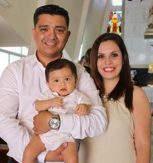 22082016 EN FAMILIA.  David Ramos Lira y Betty Alarcón Hernández con el pequeño Lorenzo Ramos Alarcón.