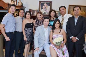 21082016 SE CASARÁN EN BREVE.  Roberto y Saraí acompañados de su familia el día de la pedida de mano.