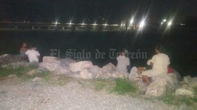 Los laguneros se desvelaron para ver la avenida del Nazas.