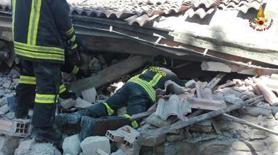 Se sigue excavando en busca de supervivientes tanto en Amatrice, Accumoli y Arquata, los tres pueblos más afectados y que según los alcaldes han sido completamente destruidos.
