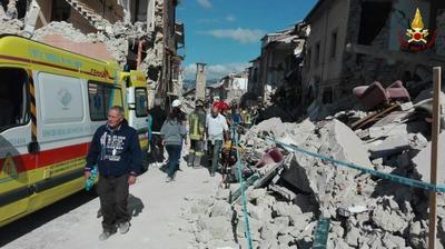 Entre estas víctimas, más de 40 se han producido en Amatrice, mientras que otra veintena son los fallecidos en las localidades de Arquata y Pescara del Tronto, y que han quedado completamente destrozadas tras el seísmo.