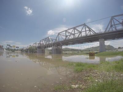 El agua del Río Nazas comenzó a correr por el puente que une a Torreón con Gómez Palacio.