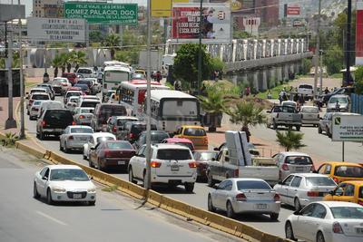 Para los miles de automovilistas el paso del río no fue motivo de fiesta.