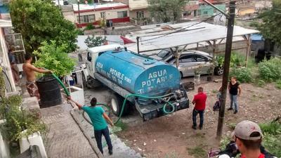 Se empezó un operativo de reparto de agua potable en pipas casa por casa, para atender el suministro de 15 colonias situadas en la margen del río y en el Cerro de la Cruz.