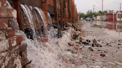 La barda del ferrocarril de la colonia Valle Dorado comenzó a desmoronarse.