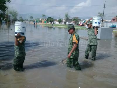 Elementos del ejercito se dispusieron a brindar ayuda a los afectados.