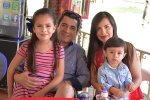 26082016 Zoe, Javier, Karina e Ian.