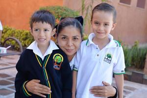 26082016 Kalep, Carmela y Emiliano.