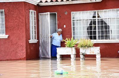 Las inundaciones provocaron que ciudadanos de varias colonias, como Valle Oriente, Santa Sofía, Eduardo Olmos y Torreón 2000, se manifestaran bloqueando vías principales para demandar la atención de autoridades.