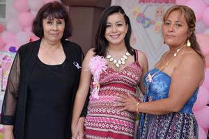27082016 FIESTA DE CANASTILLA.  Paola Michelle con Irma Raquel y Silvia.