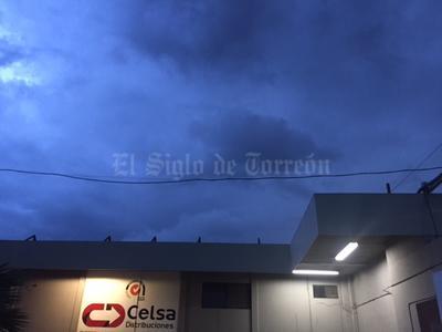 El fenómeno se comenzó a sentir aproximadamente a las 19:30 horas con nublados densos acompañados de actividad eléctrica, minutos después se comenzaron a sentir fuertes vientos y la caída de lluvia y granizo.