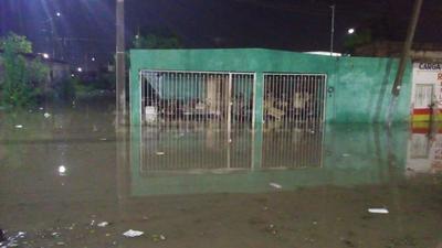 En el área urbana y rural de Gómez Palacio se reportó fuerte precipitación y la caída de granizo en algunos sectores, lo que desquició el tráfico y volvió a inundar algunas vialidades y colonias.