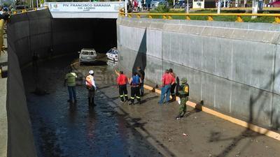 Ninguno de los dos conductores que salvaron sus vidas se dieron cuenta de lo sucedido al chofer del taxi.