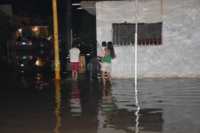 Ciudadanos volvieron a padecer por las inundaciones.