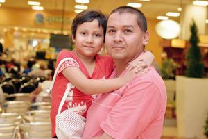 28082016 EN EL MALL.  Constanza y Arturo.