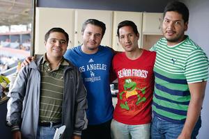 31082016 ENTRE AMIGOS.  Elliot, Daniel, Mario y Gerardo.
