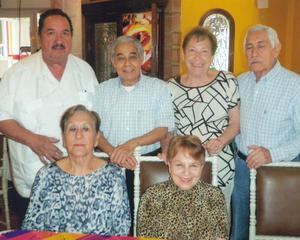 31082016 EN PASADO FESTEJO.  Dra. Martha del Real López, Dra. Carmelita Barocio Carrillo, Dr. José Mauro Aguado González, Dr. Jaime Muñoz Gracia, Sra. Abuba Ayub de Martínez y Dr. Martín Martínez Macías.