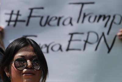 Mexicanos salieron a protestar por el encuentro de Peña Nieto y el magnate.