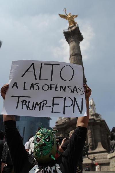 En redes sociales, un grupo de usuarios convocó a ciudadanos a manifestarse en contra de la visita a México del candidato republicano a la presidencia de Estados Unidos, Donald Trump.