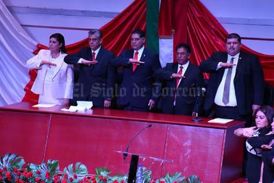 La alcaldesa agradeció la presencia del gobernador electo de Durango, José Rosas Aispuro, ex gobernadores, ex alcaldes, diputadas federales y locales, empresarios así como de la ciudadanía.