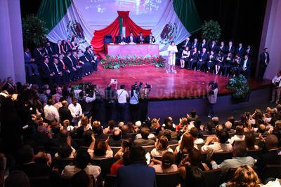En Lerdo se realizó la sesión solemne de Cabildo en el teatro Centauro donde estuvieron presentes los integrantes de los cabildos entrantes y salientes.