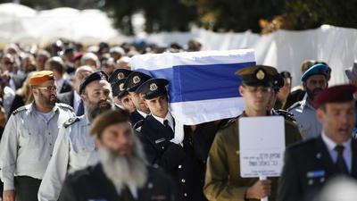 El féretro con los restos mortales de Peres fue sepultado en el cementerio del monte Herzl de Jerusalén, a unos metros de donde reposa otro Nobel de la Paz, Yitzhak Rabin.