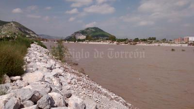 En lerdo, las colonias colindantes al río se mantienen en alerta por una posible evacuación.
