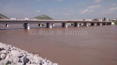 El agua del río Nazas creció de la noche a la mañana con el aumento al desfogue de la Presa Francisco Zarco.