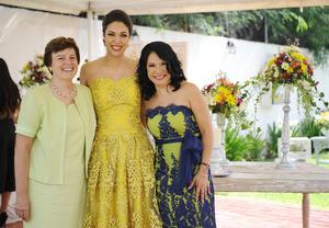 Con su mamá, Elva Guerrero, y su suegra, Isaura Rodríguez