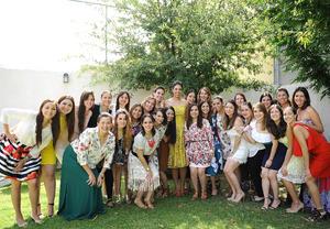 María Fernanda con sus amigas
