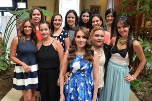 03092016 Dorieli, Elba, Úrsula, Lulú, Claudia, Karla, Polette, Eréndira, Gaby y Georgia, acompañando a la futura novia.