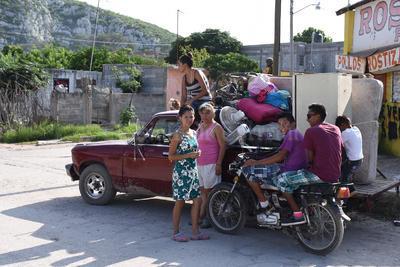 Debido a esto, personal del Ejército Mexicano, que ha aplicado el Plan DN-III, auxiliado por Protección Civil y Seguridad Pública, comenzaron la evacuación.