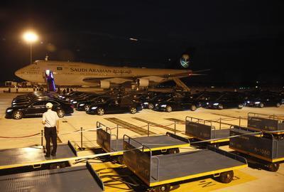 Hangzhou (China).- Un grupo de coches preparados para un convoy tras la llegada de  el Príncipe Mohammed bin Salman de Arabia Saudita en el aeropuerto internacional de Hangzhou Xiaoshan en Hangzhou Ciudad de la provincia de Zhejiang , China. La Cumbre del G-20 se llevará a cabo en Hangzhou el, 04 a la 05 septiembre. EFE